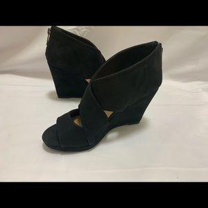 Michael Antonio black microfiber wedge heels Sz 7